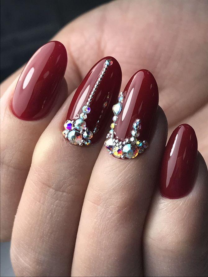 Бордовый дизайн ногтей на холодный сезон 31