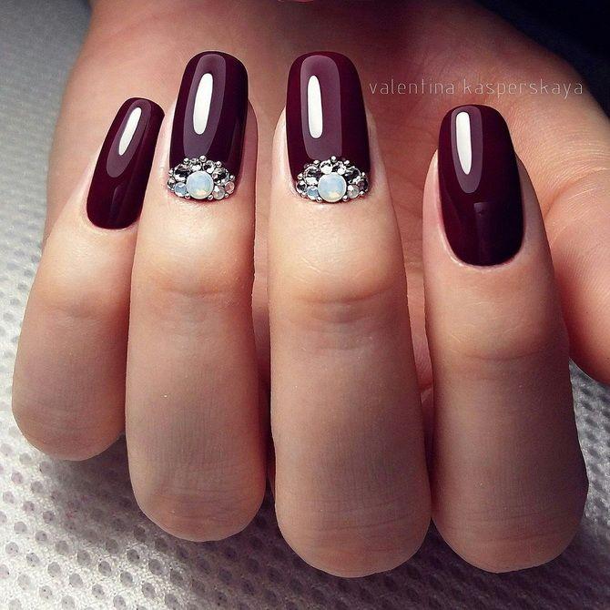 Бордовый дизайн ногтей на холодный сезон 33