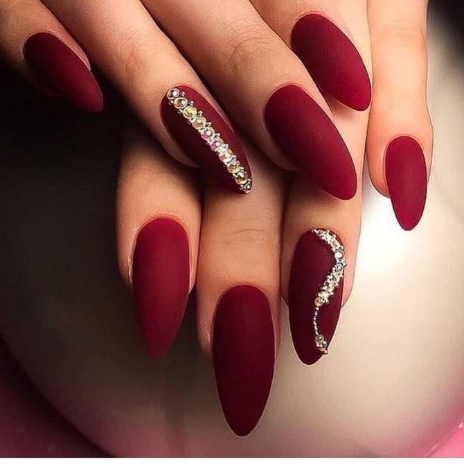 Бордовый дизайн ногтей на холодный сезон 34