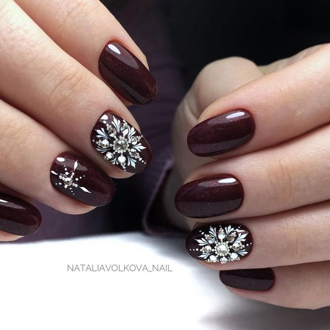 Бордовый дизайн ногтей на холодный сезон 5