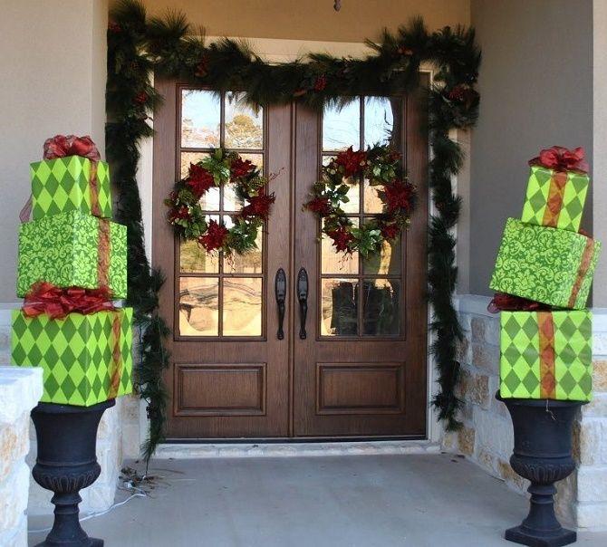 Лучшие идеи, как красиво и оригинально украсить двери на Новый год 2021 1