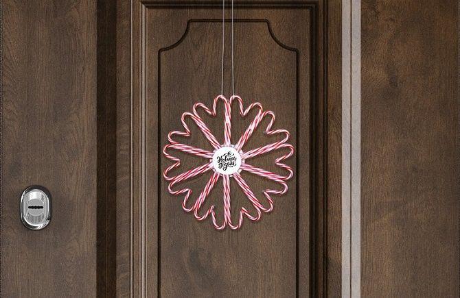 Лучшие идеи, как красиво и оригинально украсить двери на Новый год 2021 13