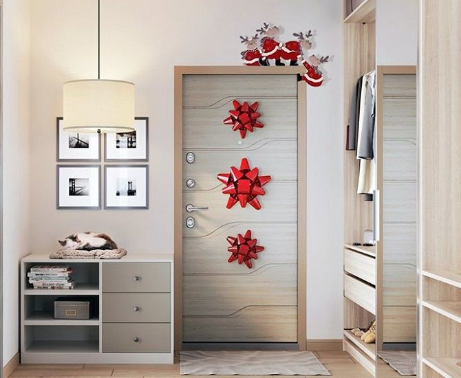 Лучшие идеи, как красиво и оригинально украсить двери на Новый год 2021 15
