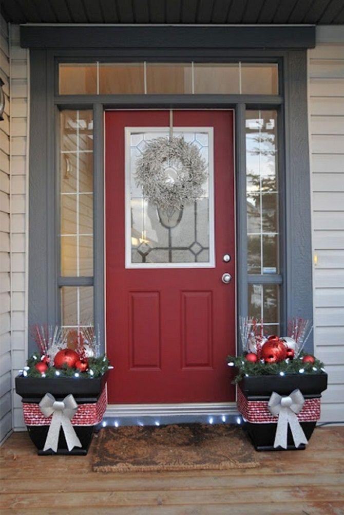 Лучшие идеи, как красиво и оригинально украсить двери на Новый год 2021 22