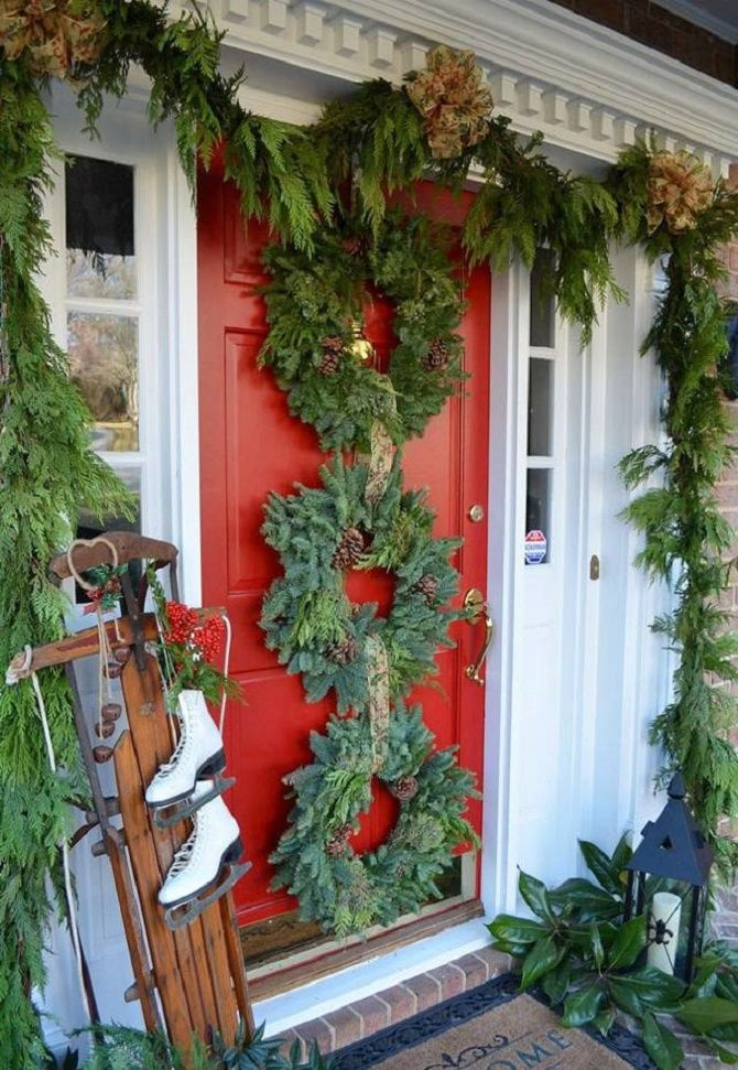 Лучшие идеи, как красиво и оригинально украсить двери на Новый год 2021 27