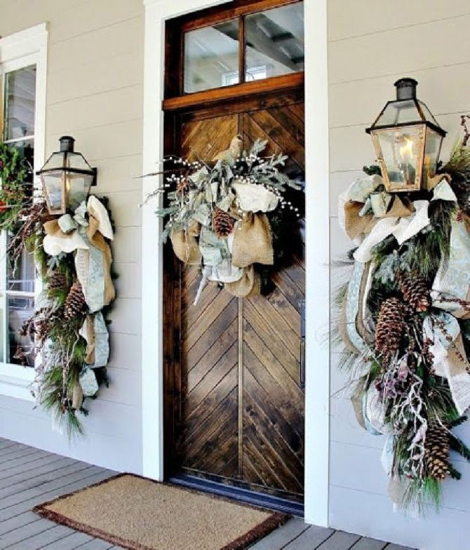 Лучшие идеи, как красиво и оригинально украсить двери на Новый год 2021 29
