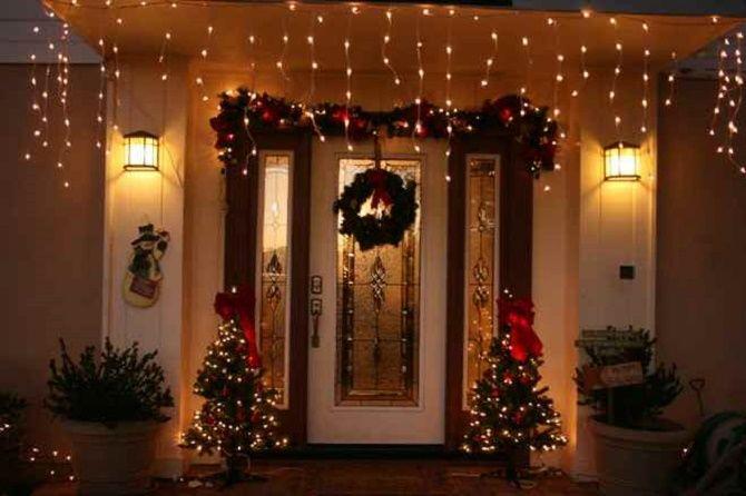 Лучшие идеи, как красиво и оригинально украсить двери на Новый год 2021 6
