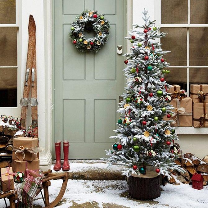 Лучшие идеи, как красиво и оригинально украсить двери на Новый год 2021 7