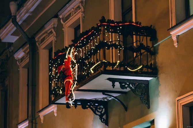 Крутые идеи, как украсить балкон на Новый год 2021 14