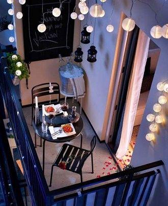 Крутые идеи, как украсить балкон на Новый год 2021 17