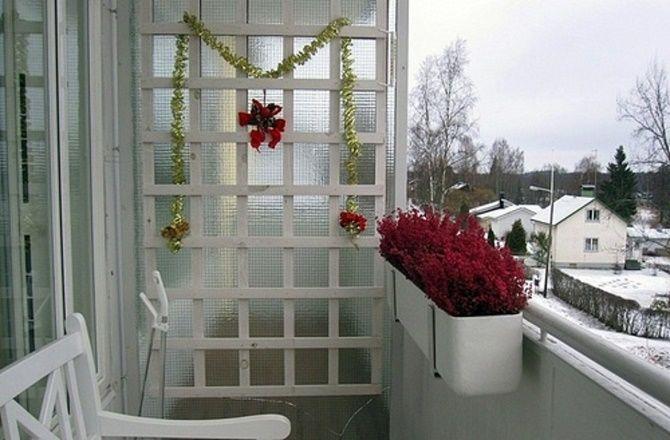 Крутые идеи, как украсить балкон на Новый год 2021 19