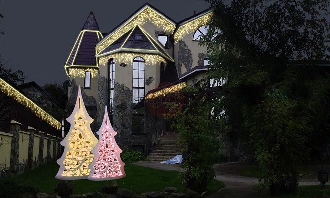 Кращі ідеї з фото, як прикрасити дах і фасад будинку на Новий рік 2021 10