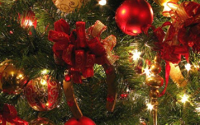 Как красиво завязать рождественский бант – мастер-класс для создания новогоднего декора 26
