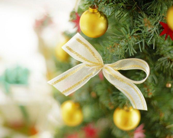 Как красиво завязать рождественский бант – мастер-класс для создания новогоднего декора 7