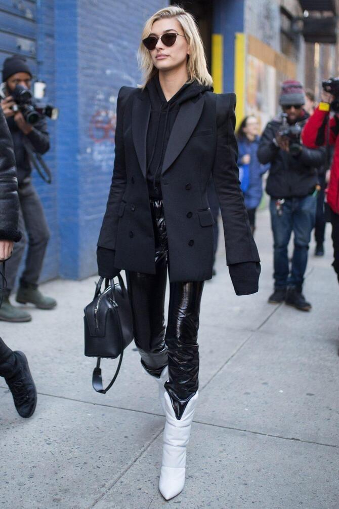 С чем носить казаки в модном сезоне 2020-2021 15