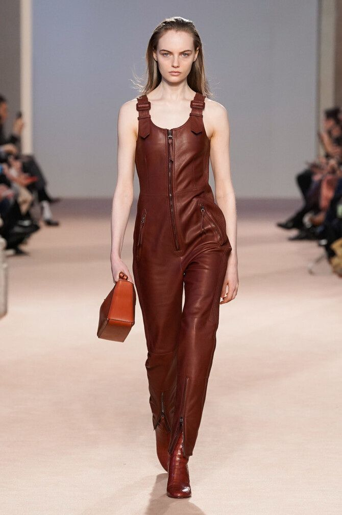 Стильные луки с кожаными комбинезонами: почему их стоит носить 2