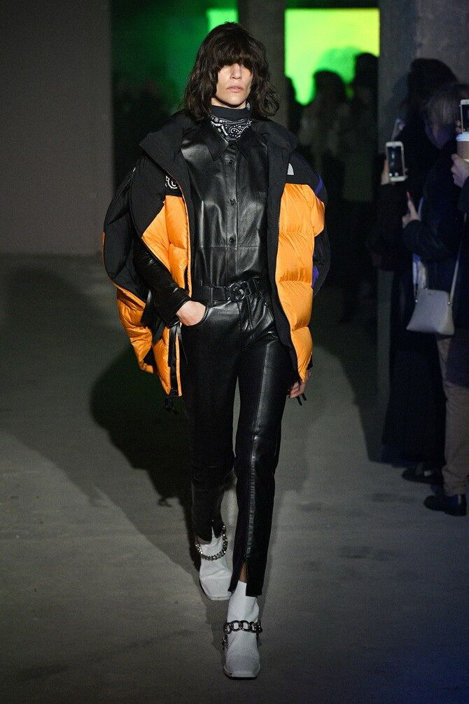 Стильные луки с кожаными комбинезонами: почему их стоит носить 4