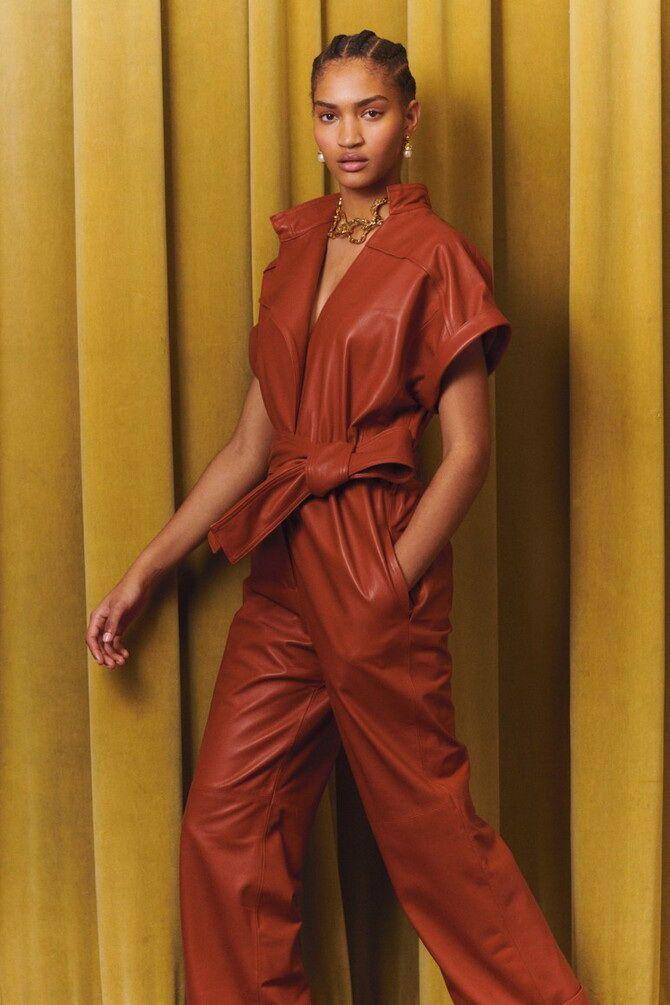 Стильные луки с кожаными комбинезонами: почему их стоит носить 5