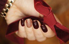 Бордовий дизайн нігтів на холодний сезон