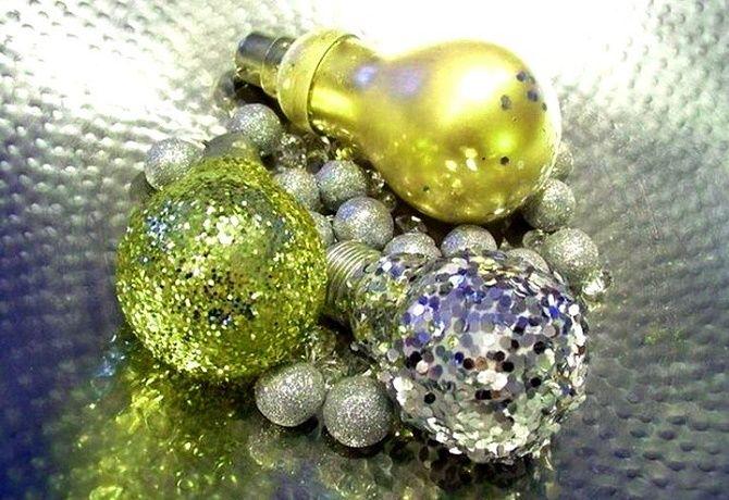 Ялинкові іграшки з лампочок: створюємо новорічний настрій 3