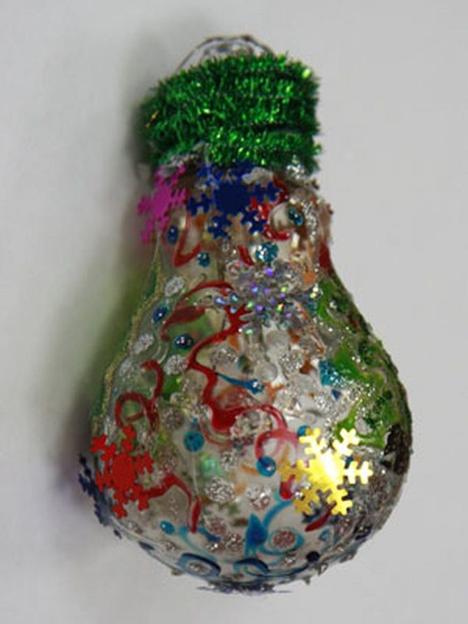 Ялинкові іграшки з лампочок: створюємо новорічний настрій 19