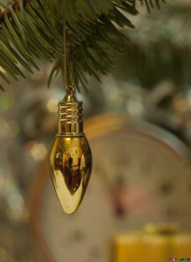 Ялинкові іграшки з лампочок: створюємо новорічний настрій 13