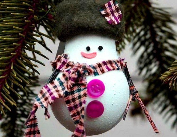 Ялинкові іграшки з лампочок: створюємо новорічний настрій 4