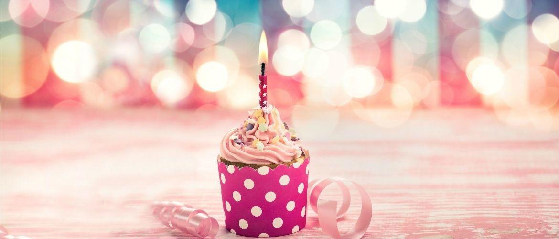 Привітання з Днем народження жінці похилого віку: красиві вірші, листівки, проза