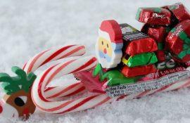 Новогодние чудеса из конфет: 5 оригинальных поделок