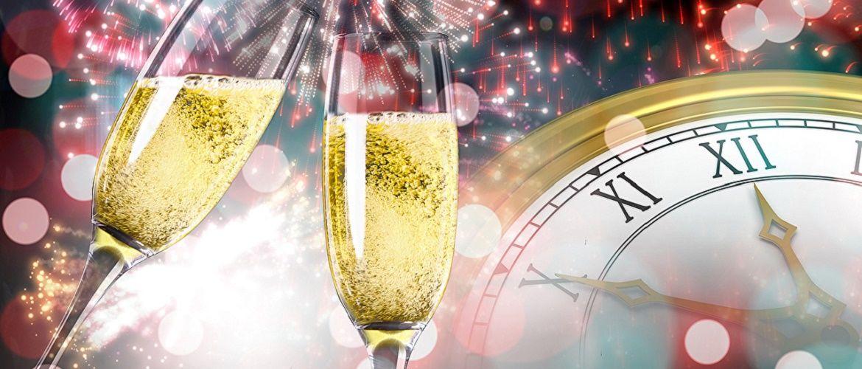 Красивые и прикольные новогодние тосты – как поздравить друг друга с Новым годом 2021?