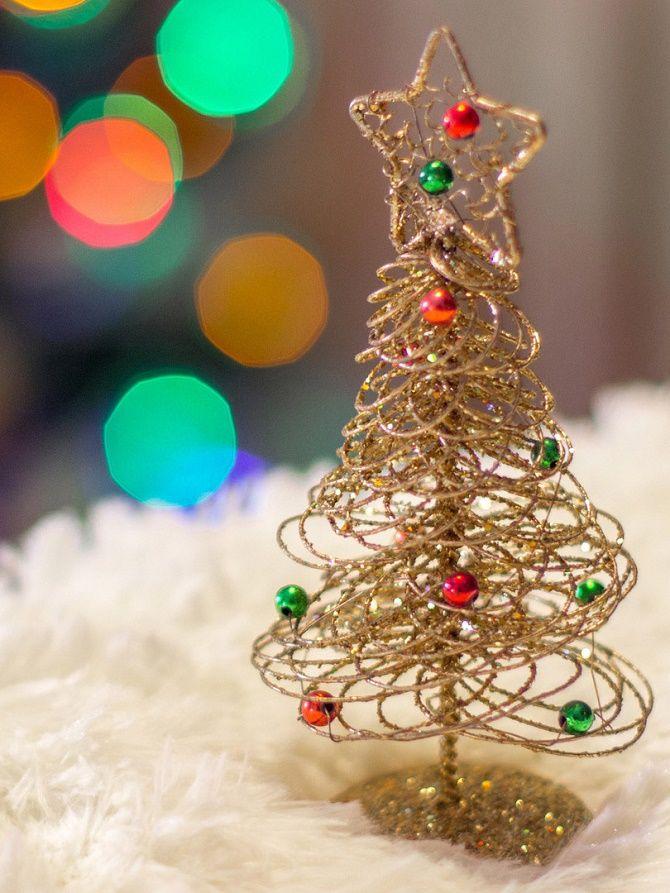 Как сделать необычную елку из проволоки на Новый год 2021: крутые идеи с фото 4