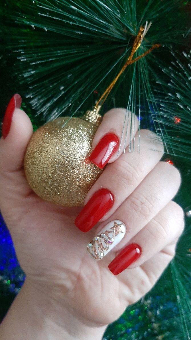 Святковий манікюр з ялинкою на Новий рік 2021: красиві варіанти дизайну нігтів 16
