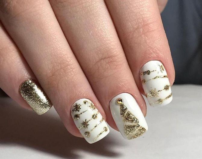 Святковий манікюр з ялинкою на Новий рік 2021: красиві варіанти дизайну нігтів 26