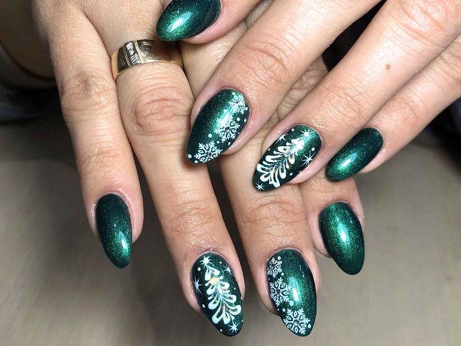 Святковий манікюр з ялинкою на Новий рік 2021: красиві варіанти дизайну нігтів 8
