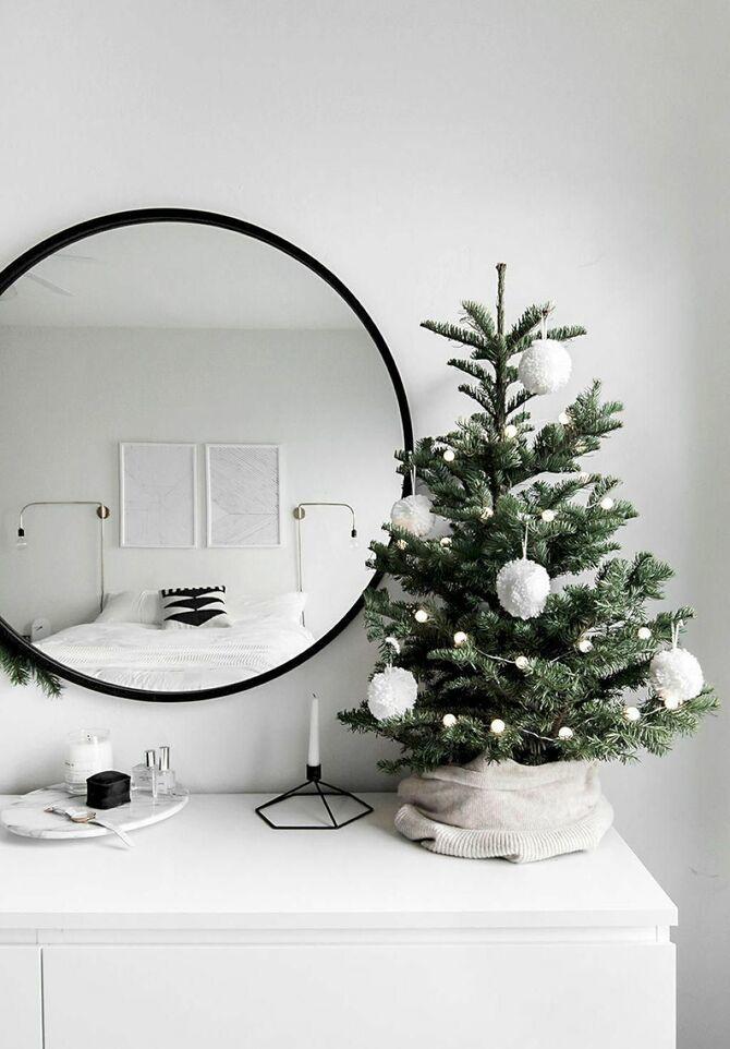 Рождественский декор: 40 сказочных идей украшения маленькой елки 16