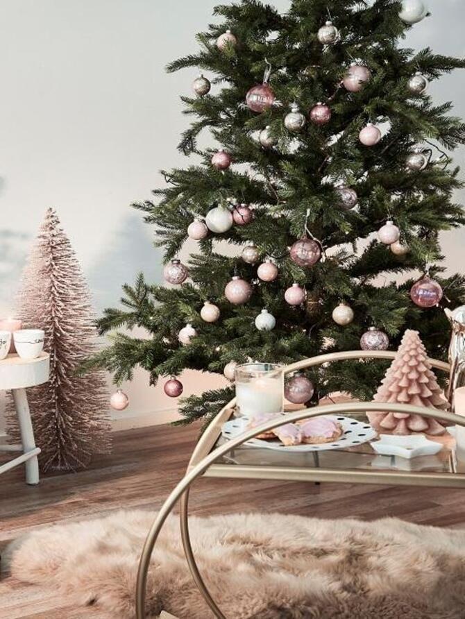 Рождественский декор: 40 сказочных идей украшения маленькой елки 1
