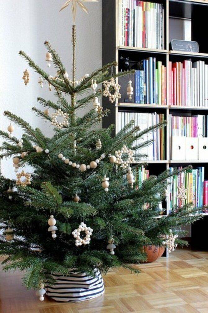 Рождественский декор: 40 сказочных идей украшения маленькой елки 19