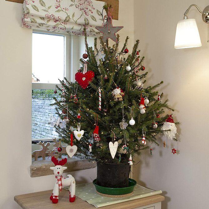 Рождественский декор: 40 сказочных идей украшения маленькой елки 35