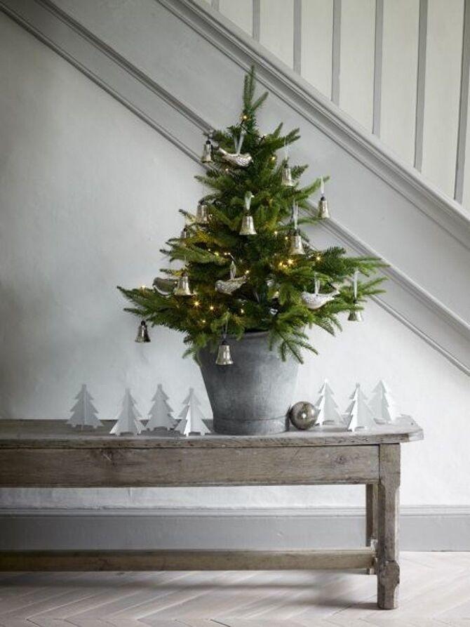 Рождественский декор: 40 сказочных идей украшения маленькой елки 36