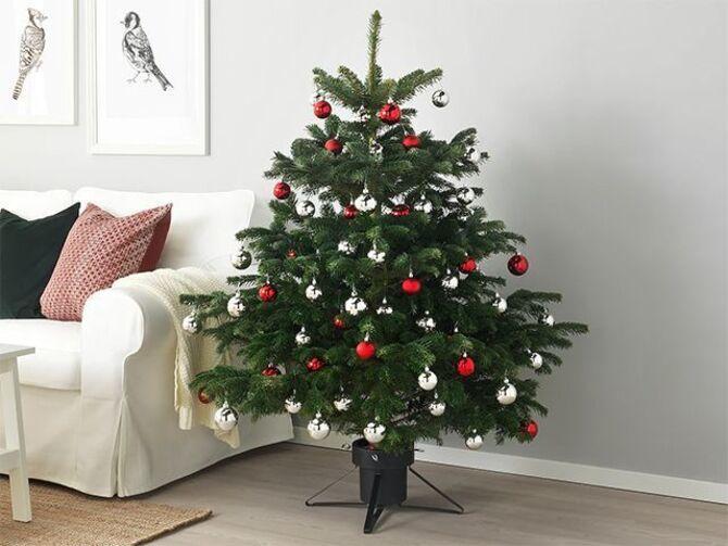 Рождественский декор: 40 сказочных идей украшения маленькой елки 39