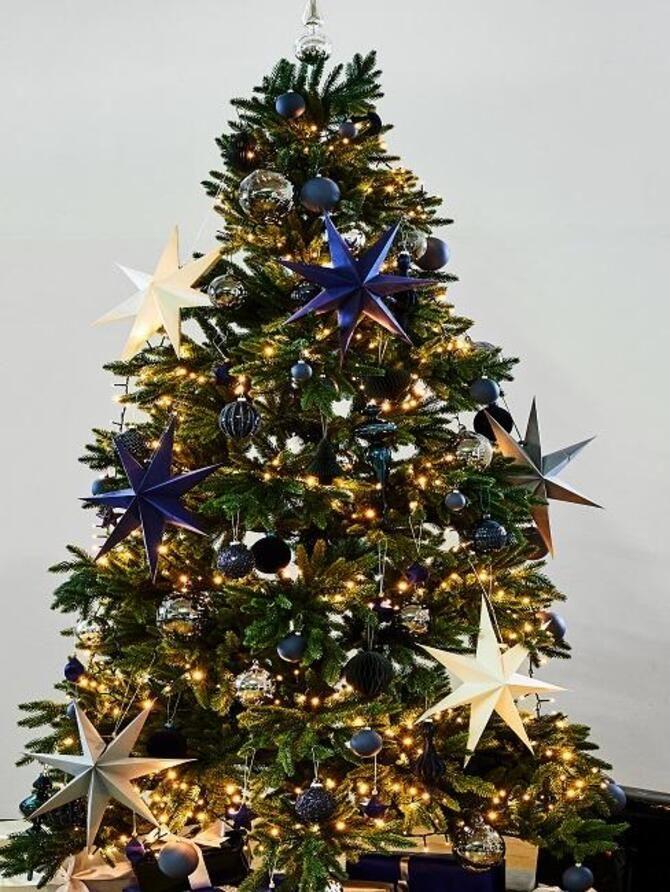 Рождественский декор: 40 сказочных идей украшения маленькой елки 3