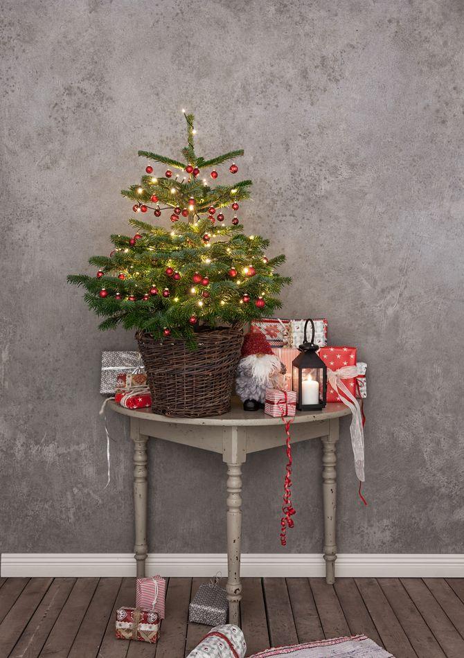 Рождественский декор: 40 сказочных идей украшения маленькой елки 40