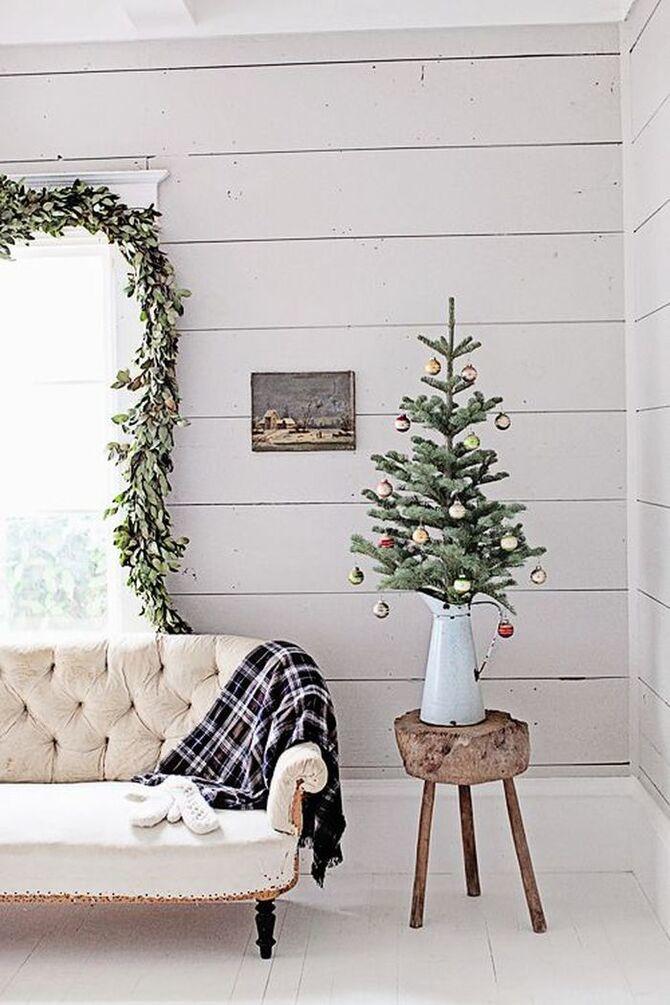 Рождественский декор: 40 сказочных идей украшения маленькой елки 8