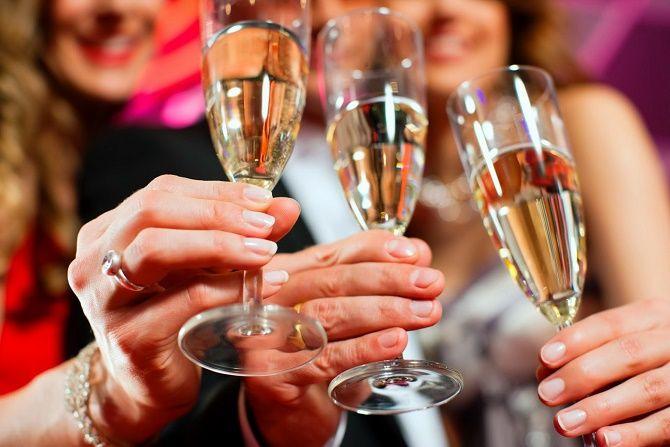 Красивые и прикольные новогодние тосты – как поздравить друг друга с Новым годом 2021? 2