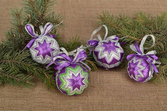 Красивый и необычный декор новогодних шаров – лучшие идеи с фото 16