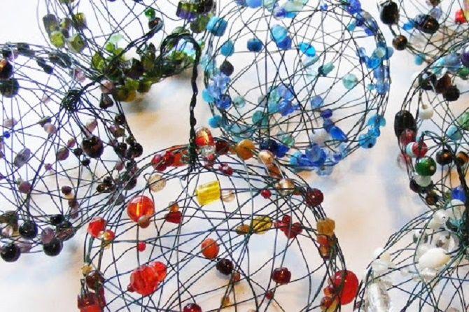 Красивый и необычный декор новогодних шаров – лучшие идеи с фото 28