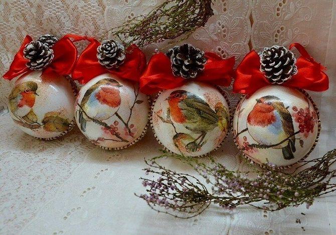 Красивый и необычный декор новогодних шаров – лучшие идеи с фото 30