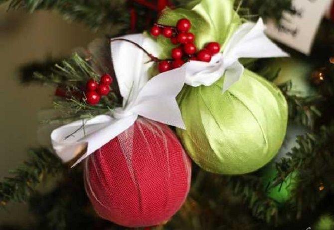 Красивый и необычный декор новогодних шаров – лучшие идеи с фото 33