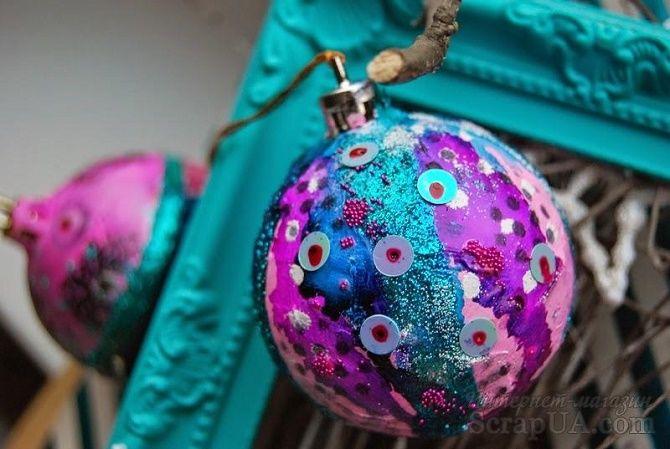 Красивый и необычный декор новогодних шаров – лучшие идеи с фото 37