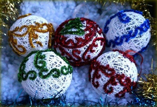 Красивый и необычный декор новогодних шаров – лучшие идеи с фото 5